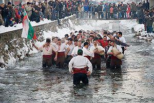 Día de los Reyes Magos / (Epiphany) (January 6).