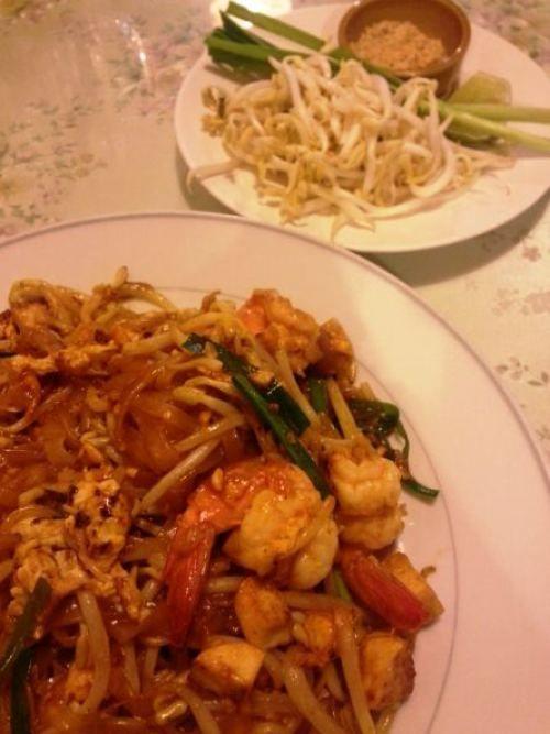 Pad Thai com camarão e broto de bambu - receita Tailândia