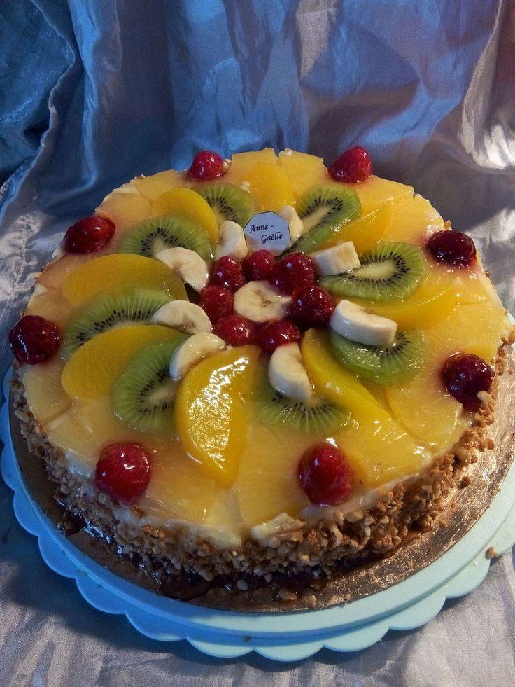 A l'occasion d'un anniversaire, j'ai réalisé ce biscuit aux fruits. Il n'y a rien de compliqué. C'est un biscuit, de la crème pâtissière et des fruits. Pour le biscuit : 4 oeufs 65g de farine + 35G de fécule 125g de sucre 1/2 sachet de levure chimique...