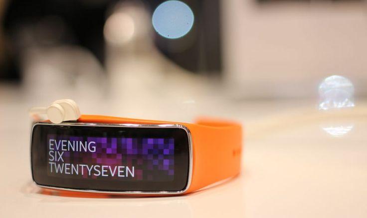 Samsung a lansat o aplicație dedicată dispozitivelor Apple, pentru ceasurile Gear  Detalii: http://www.tech-info.ro/samsung-lansat-o-aplicatie-dedicata-dispozitivelor-apple-pentru-ceasurile-gear/