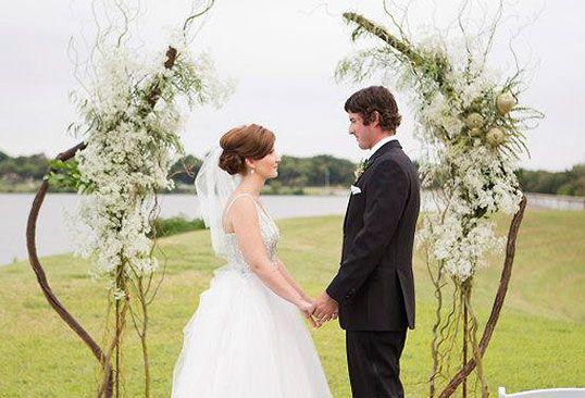 Outdoor wedding flowers - Elizabeth Estell & Michael Bury - D Weddings
