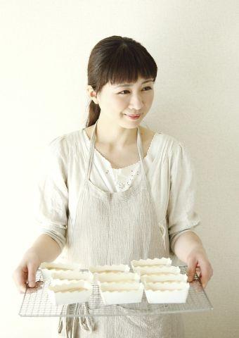 焼きたてもおいしいけれど、ひと晩おいても絶品の、パイナップルケーキ。/おいしいスイーツギフト(「はんど&はあと」2012年9月号)