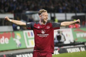 Cedric Teuchert a semnat cu Schalke 04