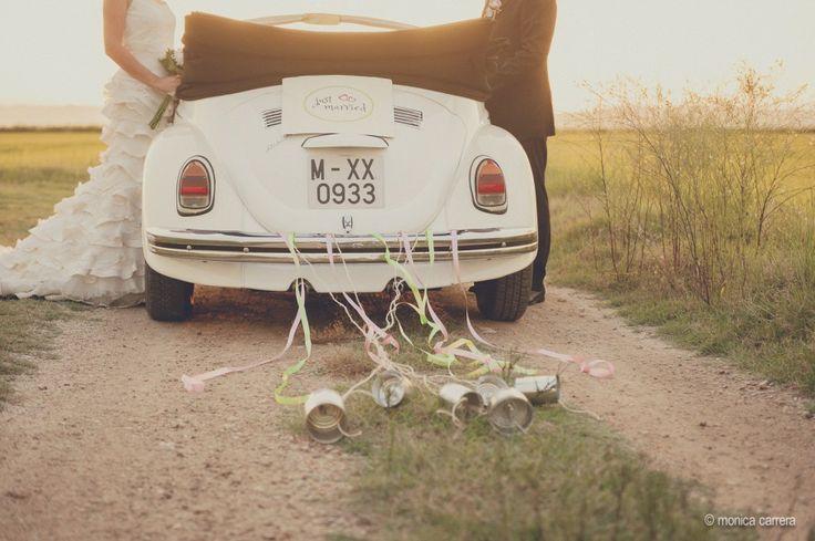 Una boda Vintage | Fotografo de boda, coche adornado, latas cintas, coche de novios