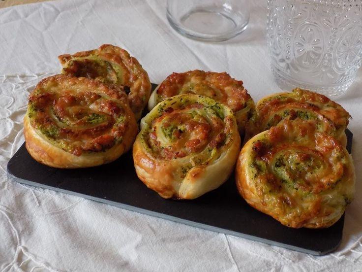 Girelle+di+sfoglia+con+zucchine,+cotto+e+formaggio