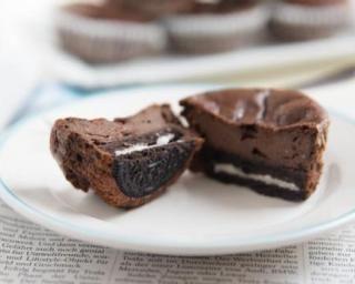 Moelleux au chocolat et aux cookies Oreo® sans beurre ni huile : http://www.fourchette-et-bikini.fr/recettes/recettes-minceur/moelleux-au-chocolat-et-aux-cookies-oreor-sans-beurre-ni-huile.html