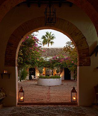 24 best what 39 s hot in seville images on pinterest for Oficinas de hacienda en sevilla