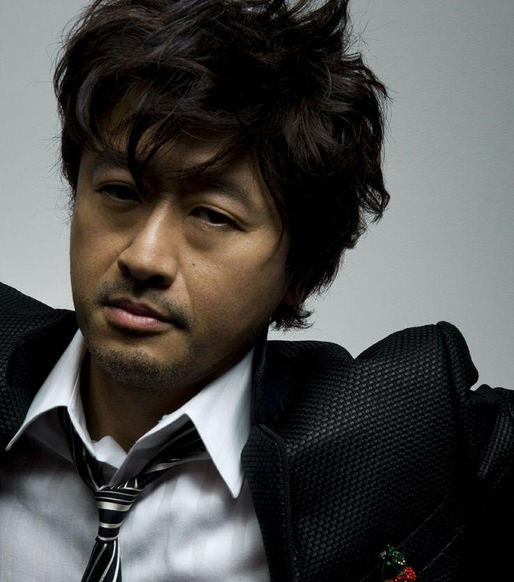 Keisuke Kuwata (桑田 佳祐)