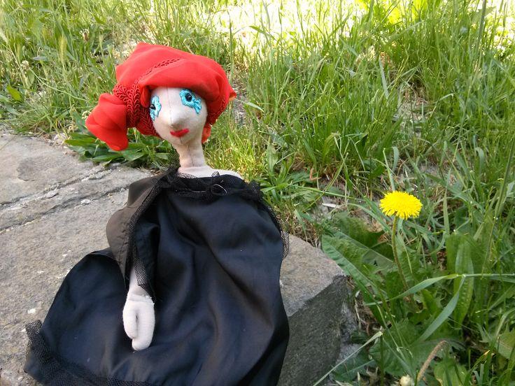 A Boszorkány is csak nő! Jön a tavasz, szép akar lenni (DIY haj - piros textilkonty)