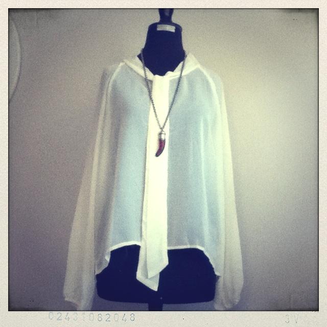 Blusa Blanca Bohemia Accesorios  Collar cacho