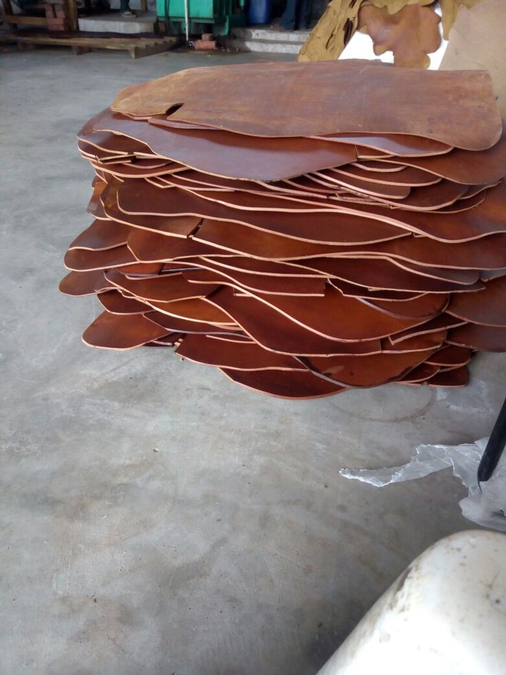 Finest quality light brown harness leather sides used in equestrain products like western saddle, bridle leather, grith leather,halters etc..