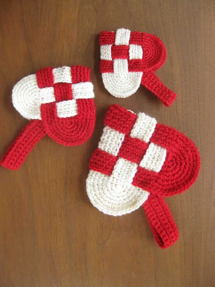 danish heart crochet pattern. Would be really cute as christmas tree ornaments.