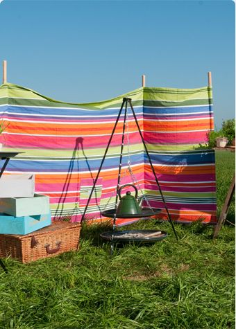 Love this, this would be great for  privacy when you have to share an outdoor area! Windbreaks