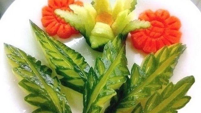 Sebze Oyma Dersleri - Salatalıktan Zarif Yaprak Yapımı - Sebze sanatı - teknikleri, örnekleri ve ipuçlarını videolu anlatımı. Salatalıktan zarif yaprak yapımı