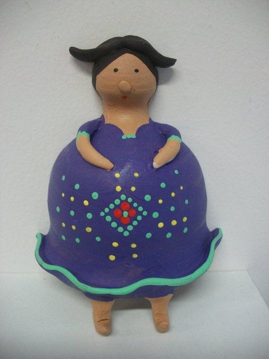 """""""comare"""" in terracotta portastrofinacci  altezza 16 cm. ;modellata e dipinta a mano."""