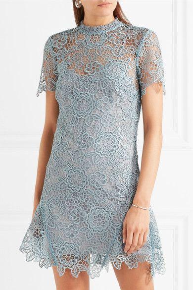 Himmelblaue Guipure-Spitze  Bänder und Reißverschluss hinten  100 % Polyester  Handwäsche  Designerfarbe: Icy Blue