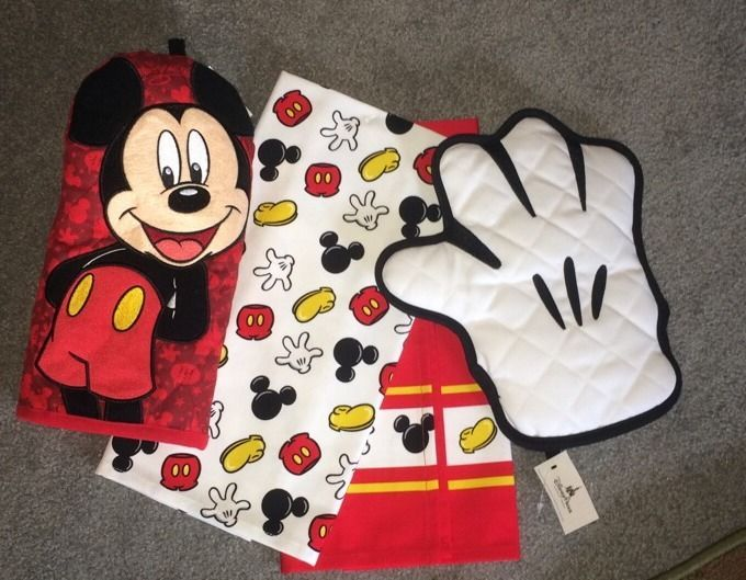 Authentic Brand New Walt Disney Mickey Mouse Kitchen Towels And Oven Mitts