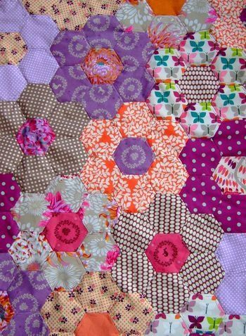 17 best images about hexagon patchwork sekskanter on pinterest grandmothers hexagons for Grandmother flower garden quilt pattern variations