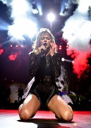 Taylor Swift. She broke a personal best record by selling 1.29 million copies of Reputation in the first week of it's release last week. #fashion #style #outfit #hair #taylorswift #celebrities