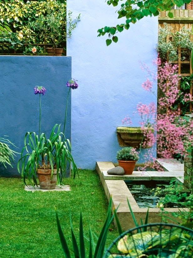 Architectural Walls Used in Garden Design