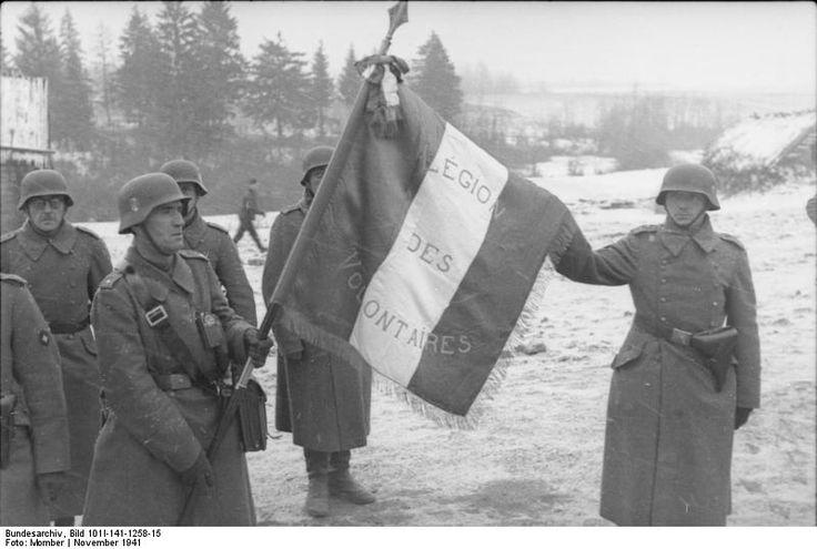 Bundesarchiv_Bild_101I-141-1258-15,_Russland-Mitte,_Soldaten_der_französischen_Legion,_Fahne.: