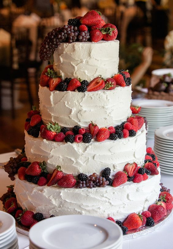 rustic buttercream wedding cake / http://www.deerpearlflowers.com/rustic-berry-wedding-cakes/
