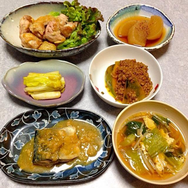 鯖の味噌煮、 娘が作った鶏のソテー、 カボチャの煮物、 うるいの酢味噌和え、 中華風スープ、 きのうの残りの大根の煮物 です。 - 27件のもぐもぐ - 鯖の味噌煮 他 by Orie Ueki