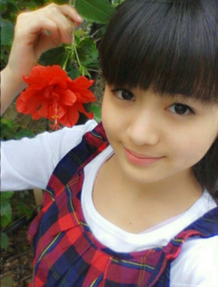 Moa and a flower...who's more beautiful?