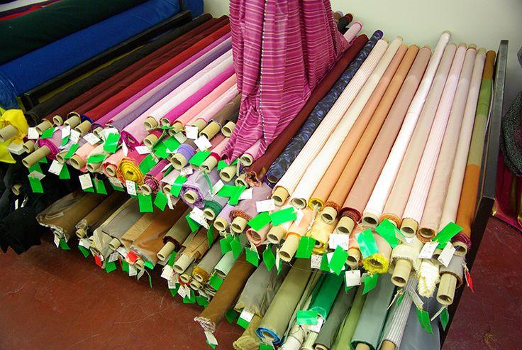 Tous nos tissus tafetas disponibles au rayon Couture & Haute Couture de votre magasin Ellen Décoration.