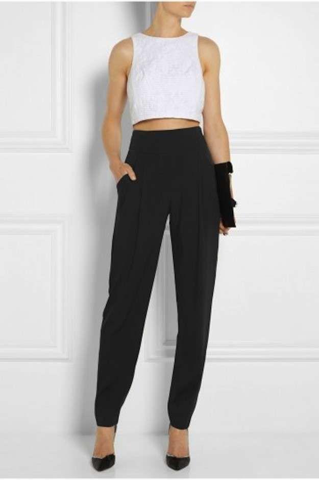 Pantalones de talle alto, cómo llevarlos y combinarlos: fotos de los modelos - Pantalones talle alto negros con crop top
