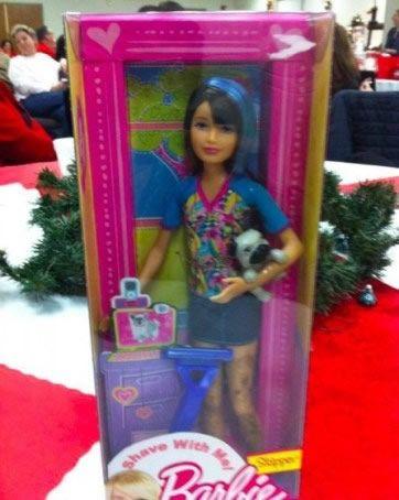 A la gran variedad de muñecas Barbies que podes encontrar en las góndolas... ¿Sabías que hay una Barbie que se rasura? sí así como…