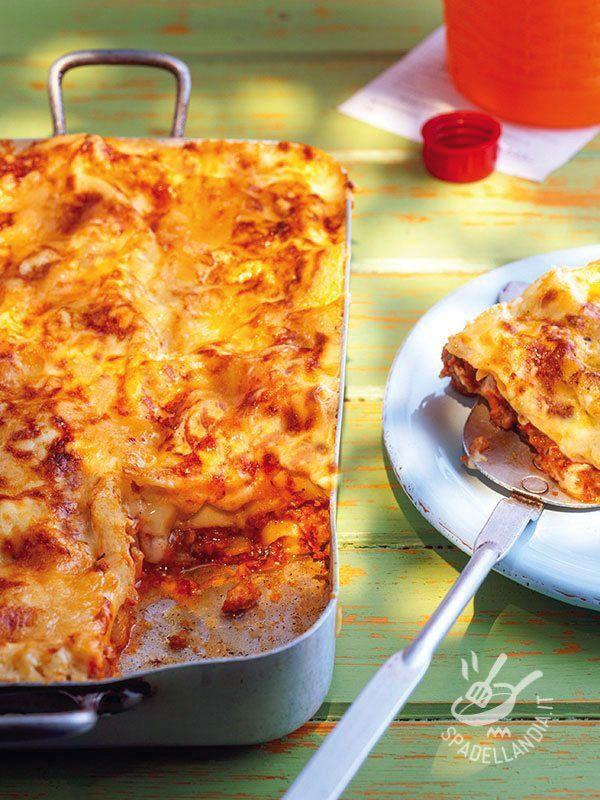 Lasagna with vegetable ragout - Le Lasagne al ragù di verdure sono un primo al forno ottimo, ideale per un menu succulento, quando si ha voglia di qualcosa di stuzzicante per la cena... #lasagne alleverdure