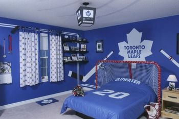 hockey bedroom... love the net as a headboard!