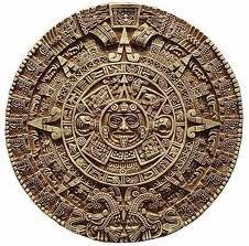 En el Calendario Mexica, hay 18 meses y en esos 18 meses, por lo menos había seis festejos dedicados a los muertos. El calendario mexica fue diseñado por los aztecas(Mexicas).