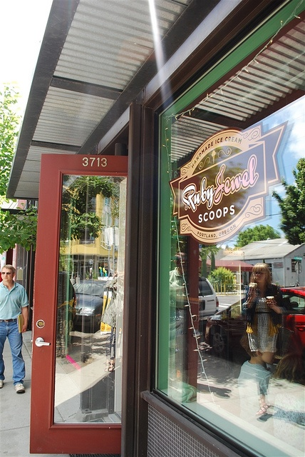 For well-made, delicious ice cream sandwiches head to Ruby Jewel Ice Cream~Portland, Oregon. Some of the best ice cream I've ever had!