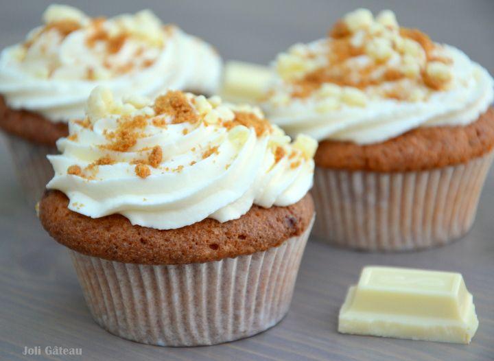 Cupcakes met topping van witte chocolade en speculoos
