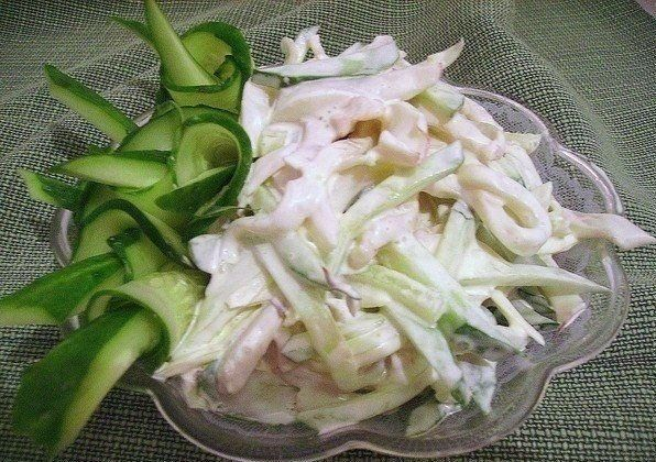 Simple salat with squid. Read recipe on kawaisweets.com
