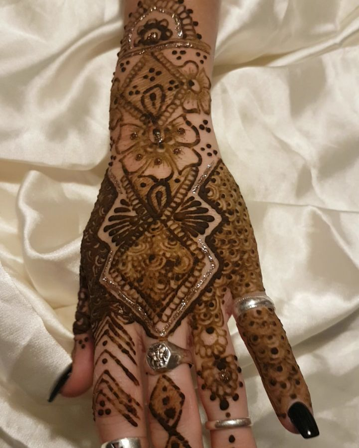 Quieres un tatto de Henna de princesa árabe?  Llama y pide tu cita! 933172710 en el centro de Barcelona! #esteticabarcelona #esteticamagda #lunaresdeabril #hennadesing #hennatattoo #tattohenna #tatoohennamanos #tattoohennabarcelona #tattoo #henna #tattoohenna #crear #creative #pintar #art #hennaartist
