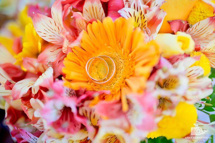 В Доминикане много своих и привозных цветов - из них можно составить отличный свадебный букет💐! Он наполнит свадьбу сочными и яркими оттенками, будут напоминать о прекрасном лете! Сочные жёлтые цвета - будут ассоциироваться с солнцем и песоком, а нежные розовые - незабываемые закаты Доминиканы🌅... #букет #сочныецвета #нежный #свадьба