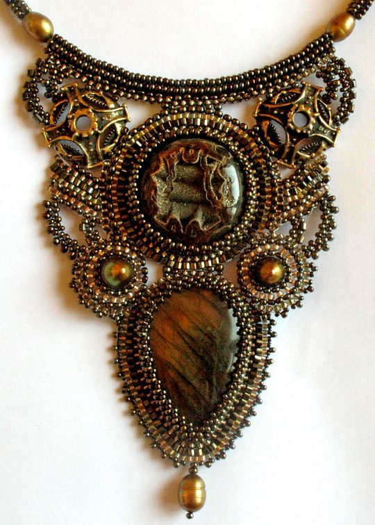 Albina Lapina is a beadwork artist from Russia. She makes amazing  jewelry in different techniqes, every her piece is different and unique. 21.jpg (540×756)