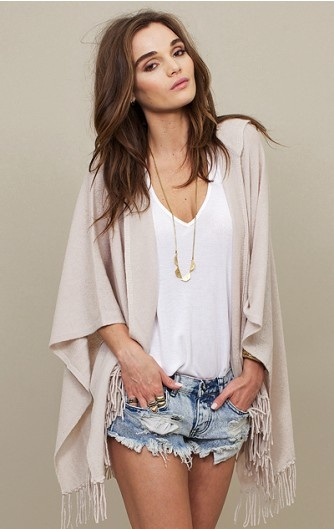 fringe open cardy: Sweaters, Fashion, Summer Style, Summer Outfits, Kimonos, Jeans Shorts, Denim Shorts, Summer Night, Fringes