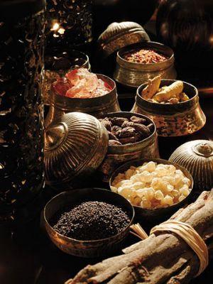 Auf den traditionellen Märkten finden sich eine Vielzahl an orientalischen Gewürze wie Ingwer, Zimt, Kardamom, Muskatnuss und Pfeffer
