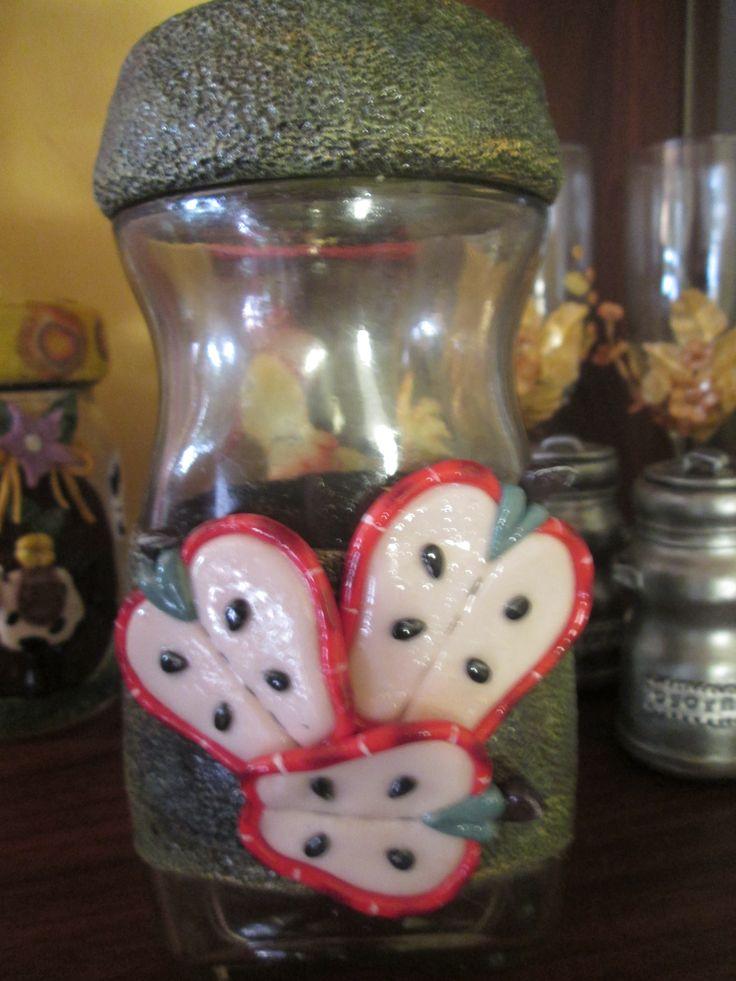 frasco reciclado y adornado con porcelana fría