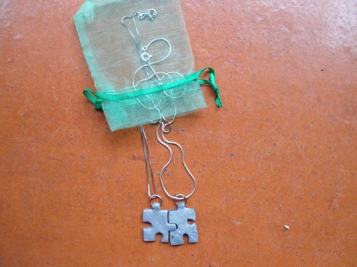 colar de peças de puzzle :) giro para irmãs e BFFs !