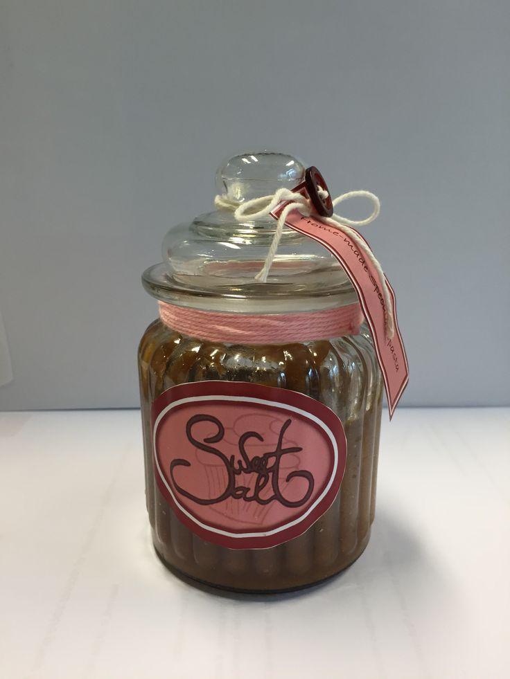Versieren van pot voor Sweet'n Salt home-made speculaaspasta.