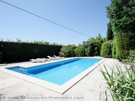 The swimming pool of the holiday rental Mas at L'Isle-sur-la-Sorgue ,Vaucluse - photo 10759 Credits Maison en Provence (TM)