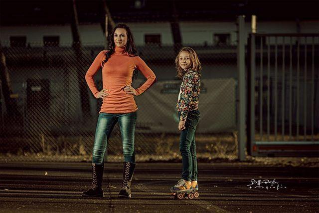 Mit Sabrina ein wirklich tolles Fotoshooting gehabt und dabei wollte ihre Tochter sofort auch mal auf ein Foto. Ja warum nicht, wenn man das schon so toll kann.  Visa m-estetica #portrait #sigmaart #photography #photooftheday #instago #picoftheday #pictureoftheday #photographer #peoplephotography #like4like #followme #bravogreatphoto #nikongermany #naturalbeauty #model_kartei #sigmaphotography #nikon_portrait #portrait_shots #portraitmood #portraitpage #portraitphotography #makeportraits…