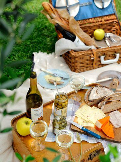 un panier garni et un plateau pour un pique-nique printanier ! #printemps #pique-nique #picnic
