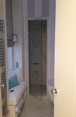 Zuhanykabin ajtó, törölköző szárítós kapaszkodóval, rugós két irányba nyíló króm vasalattal #uveg #üveg #uvegajto #üvegajtó #ajto #ajtó #sabalux #sábalux