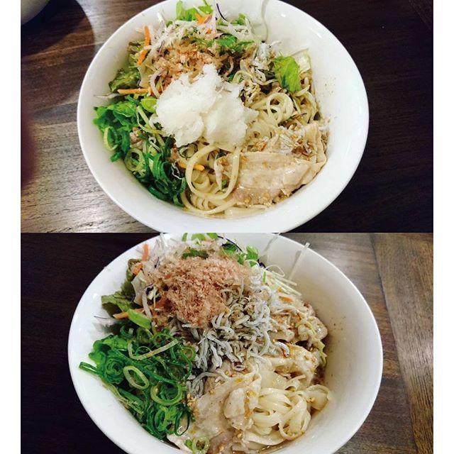 ippei.yoshida#ぶっかけうどん#おうちごはん 得意のぶっかけです。うどんは#佐藤養助 のコシがある#稲庭うどん を使ってます。 タレは自分で調合してます、白だし、出汁醤油、金ゴマダレ、味噌、花椒、ラー油、すりごまや金ゴマなど色々。野菜は大根や人参、水菜で豚しゃぶ、釜揚げしらす(だし漬け)、鰹節でフィニッシュ。 めっちゃ簡単に作れます。  和風と中華のコンボですね、これマジで美味しいです。生きてて良かったと思える味の1つですな。 面倒くさがって味噌と花椒やラー油の変わりに豆板醤とかは絶対×です。  結構花椒マニアなんですよね(笑)  他は大好き#東京沢庵  料理アピールで婚カツです。ってゆーのは冗談で最近ほんと一人が落ち着くようになったというか忙し過ぎて一人になれる時間が少なすぎるから貴重。フェイスブック今年中にやめようと思っててこの勢いだとlineもやめそうな笑  #うどん#手料理#簡単料理#サラダうどん